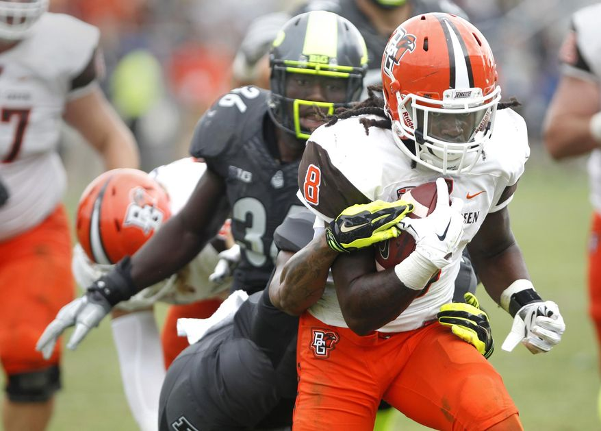 Bowling Green's Travis Greene runs for a touchdown with nine seconds remaining in the game to defeat Purdue 35-28 in an NCAA college football game Saturday, Sept. 26, 2015, in West Lafayette, Ind. (John Terhune /Journal & Courier via AP) MANDATORY CREDIT; NO SALES; LOCAL TV OUT; LOCAL RADIO OUT; LOCAL INTERNET OUT
