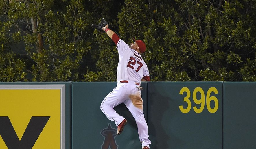 Los Angeles Angels' Mike Trout makes a catch on a ball hit by Seattle Mariners' Jesus Montero during the fourth inning of a baseball game, Saturday, Sept. 26, 2015, in Anaheim, Calif. (AP Photo/Mark J. Terrill)