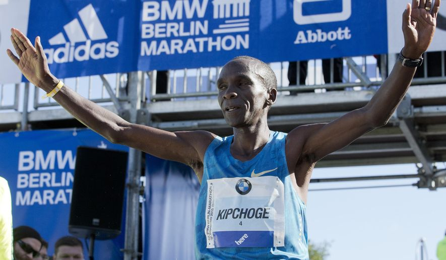 Eliud Kipchoge from Kenia celebrates winning the 42nd Berlin Marathon in front of the Brandenburg Gate in Berlin, Germany, Sunday, Sept. 27, 2015. More than 41,000 runners from 131 countries were registered to run. (AP Photo/Michael Sohn)