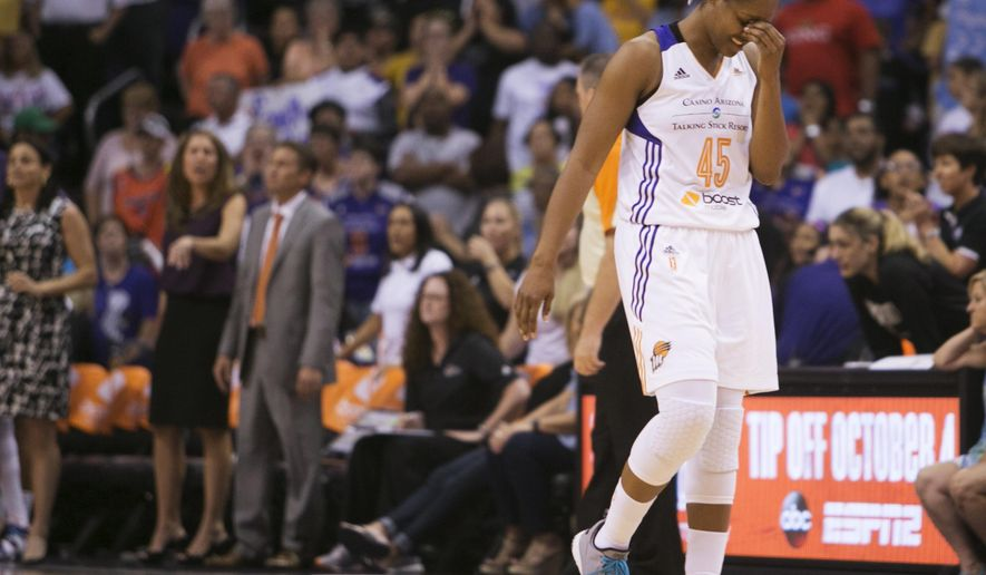 Phoenix Mercury's Noelle Quinn (45) reacts after fouling Minnesota Lynx' sMaya Moore in the closing seconds of Game 2 of the WNBA basketball Western Conference finals, Sunday, Sept. 27, 2015, in Phoenix. (Patrick Breen/The Arizona Republic via AP)