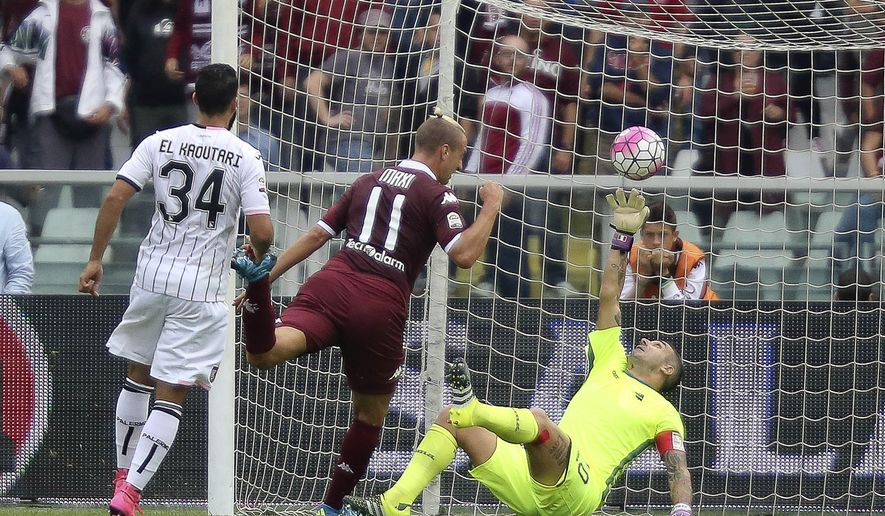 Torino's Maxi Lopez, center, scores a goal during a Serie A soccer match between Torino and  Palermo at the Olympic stadium, in Turin, Italy, Sunday, Sept. 27, 2015. (AP Photo/Massimo Pinca)