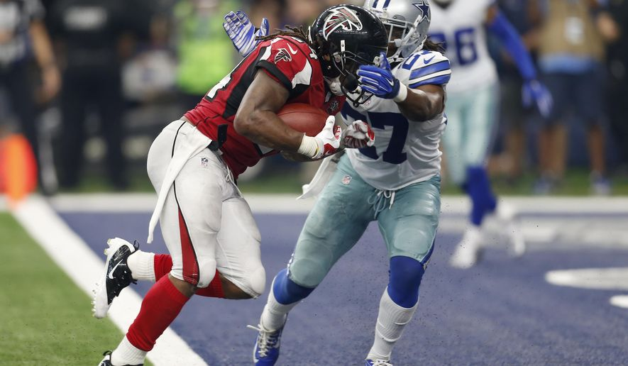 Atlanta Falcons running back Devonta Freeman (24) breaks past Dallas Cowboys' J.J. Wilcox (27) into the end zone for a touchdown during the second half of an NFL football game Sunday, Sept. 27, 2015, in Arlington, Texas. (AP Photo/Brandon Wade)