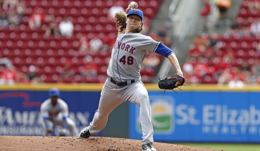New York Mets starting pitcher Jacob deGrom delivers in the first inning of a baseball game against the Cincinnati Reds, Sunday, Sept. 27, 2015, in Cincinnati. (AP Photo/Aaron Doster)