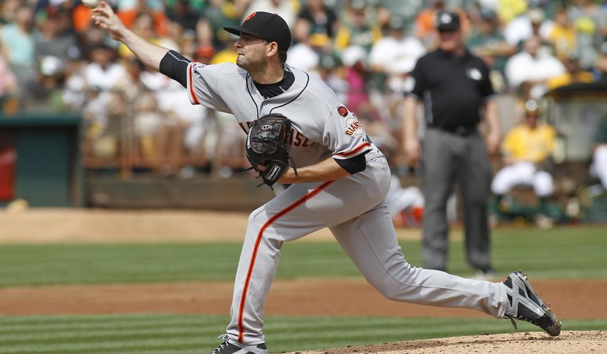 San Francisco Giants pitcher Chris Heston throws to the Oakland Athletics during the first inning of a baseball game, Sunday, Sept. 27, 2015, in Oakland, Calif. (AP Photo/George Nikitin)