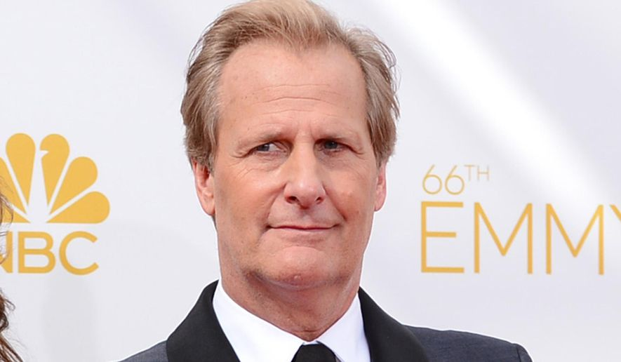 Jeff Daniels arrives at the 66th Annual Primetime Emmy Awards in Los Angeles, Aug. 25, 2014. (Photo by Jordan Strauss/Invision/AP) ** FILE **