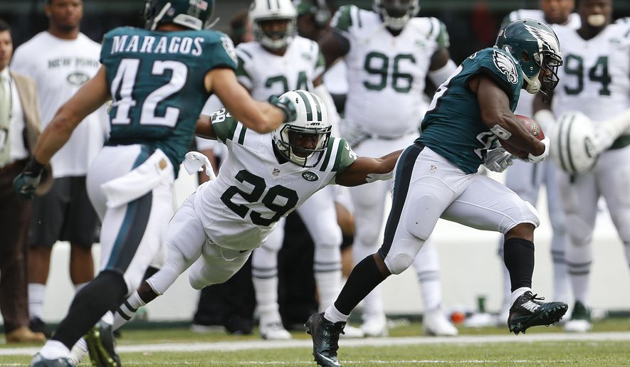 Philadelphia Eagles running back Darren Sproles (43) avoids a tackle from New York Jets running back Bilal Powell (29) as he returns a punt for a touchdown during the second quarter of an NFL football game, Sunday, Sept. 27, 2015, in East Rutherford, N.J. (AP Photo/Adam Hunger)