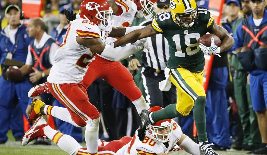 Green Bay Packers' Randall Cobb runs during the first half of an NFL football game against the Kansas City Chiefs Monday, Sept. 28, 2015, in Green Bay, Wis. (AP Photo/Mike Roemer)