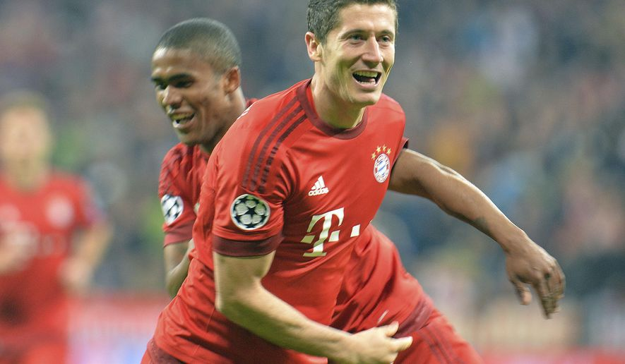 Bayern's Robert Lewandowski, right, and Bayern's Douglas Costa celebrate after scoring during the Champions League group F soccer match between Bayern Munich and Dinamo Zagreb in Munich, Germany, Tuesday, Sept. 29, 2015.(AP Photo/Kerstin Joensson)