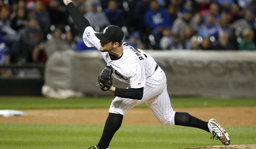 Chicago White Sox relief pitcher David Robertson delivers during the ninth inning of a baseball game against the Kansas City Royals, Tuesday, Sept. 29, 2015, in Chicago. (AP Photo/Charles Rex Arbogast)