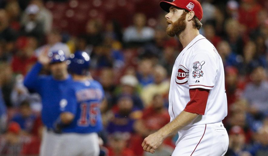Cincinnati Reds relief pitcher Tony Cingrani reacts after giving up a run after walking Chicago Cubs' Chris Denorfia on bases loaded in the eighth inning of a baseball game Wednesday, Sept. 30, 2015, in Cincinnati. The Cubs won 10-3. (AP Photo/John Minchillo)