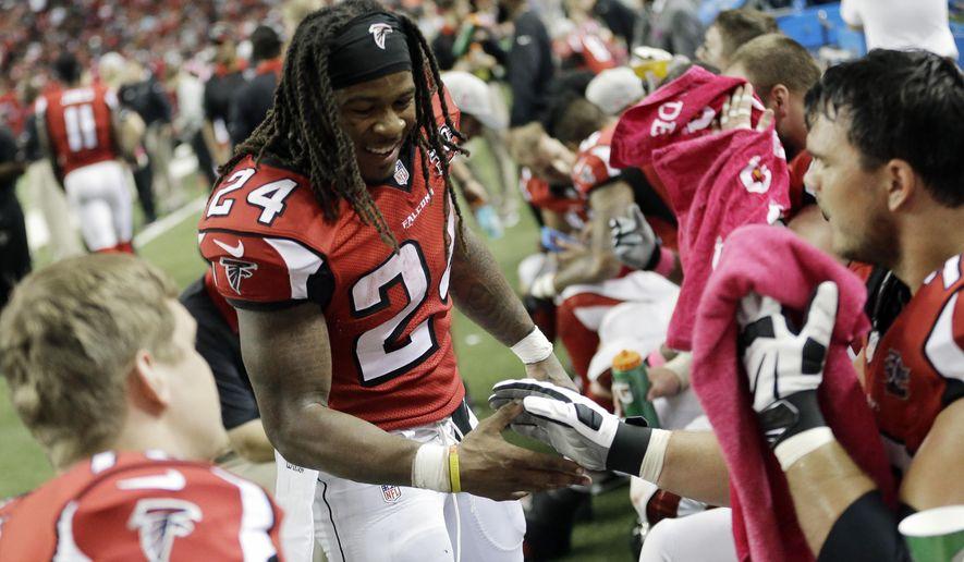 Atlanta Falcons running back Devonta Freeman (24) celebrates his touchdown against the Houston Texans during the second half of an NFL football game, Sunday, Oct. 4, 2015, in Atlanta. (AP Photo/David Goldman)
