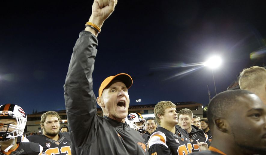 FILE - In this Sept. 4, 2015, file photo, Oregon State football coach Gary Anderson celebrates a 26-7 win over Weber State after an NCAA college football game in Corvallis, Ore. On his first bye week as Oregon State's coach, Anderson took some time last weekend to watch other teams play, including this week's opponent.  (AP Photo/Don Ryan, file)