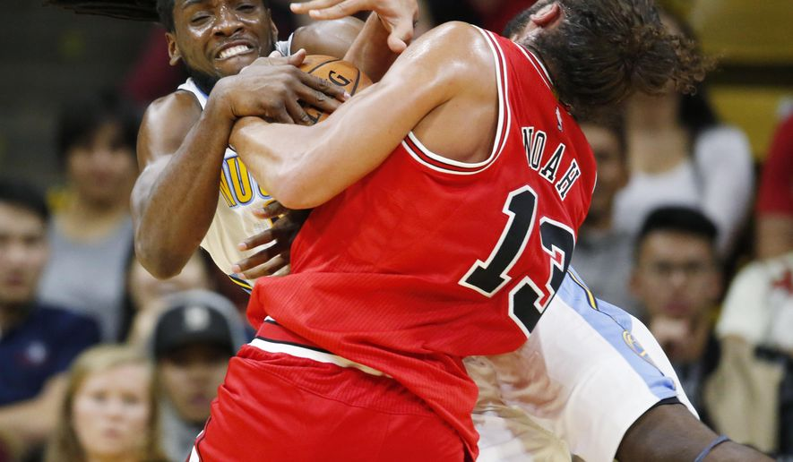 Denver Nuggets forward Kenneth Faried, left, fights for control of a rebound with Chicago Bulls center Joakim Noah in the first half of a preseason NBA basketball game Thursday, Oct. 8, 2015, in Boulder, Colo. (AP Photo/David Zalubowski)