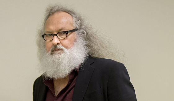 Actor Randy Quaid arrives at his Immigration and Refugee Board hearing in Montreal, Thursday, Oct. 8, 2015. (Peter McCabe/The Canadian Press via AP) ** FILE **