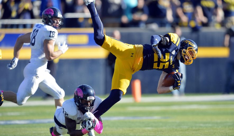 Kent State cornerback Najee Murray (12) trips up Toledo wide receiver Cody Thompson (25) in the second quarter of an NCAA college football game, Saturday, Oct. 10, 2015, in Toledo, Ohio. (AP Photo/David Richard)