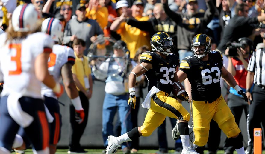 Iowa running back Jordan Canzeri runs onto the end zone for a touchdown during the first half of an NCAA college football game against Illinois, Saturday, Oct. 10, 2015, in Iowa City, Iowa. (AP Photo/Justin Hayworth)