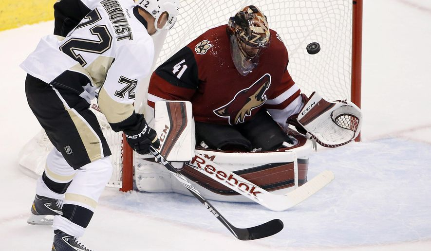 Arizona Coyotes' Mike Smith (41) makes a save on a shot by Pittsburgh Penguins' Patric Hornqvist (72), of Sweden, during the first period of an NHL hockey game Saturday, Oct. 10, 2015, in Glendale, Ariz. (AP Photo/Ross D. Franklin)