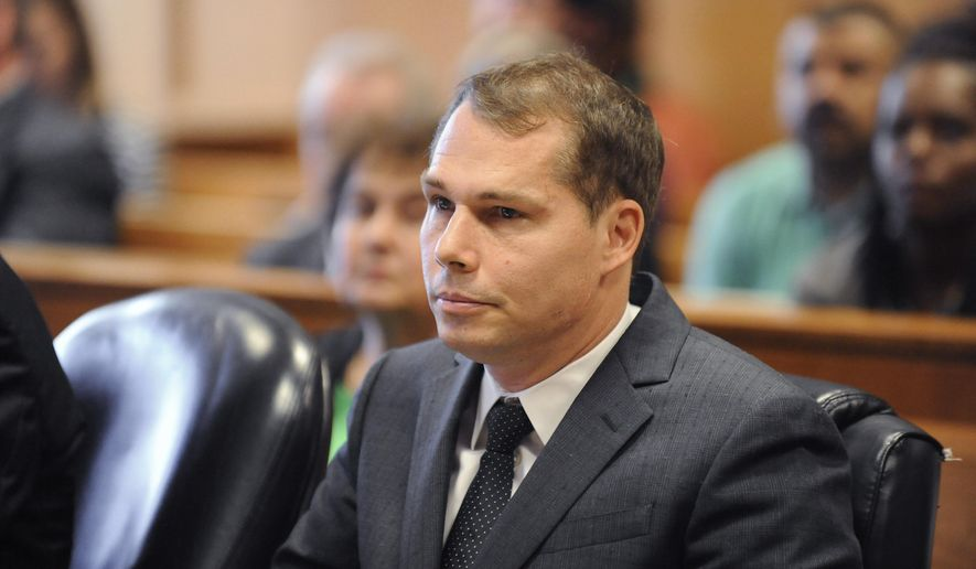 FILE - In this Sept. 1, 2015, file photo, graffiti artist Shepard Fairey appears in Frank Murphy Hall of Justice during a preliminary examination in Detroit. Fairey is scheduled to stand trial Jan. 26, 2016, on charges of illegally tagging buildings while in Detroit to complete a commissioned project. Fairey is charged with malicious destruction of property. The charges include damage to buildings and a railroad bridge. (David Coates/Detroit News via AP)  DETROIT FREE PRESS OUT; HUFFINGTON POST OUT; MANDATORY CREDIT