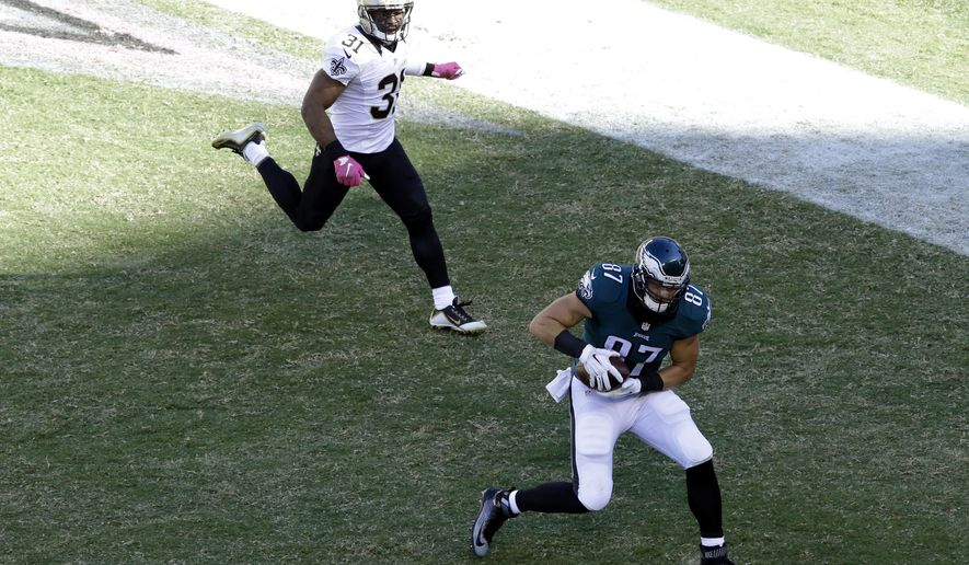 Philadelphia Eagles' Brent Celek catches a touchdown pass during the second half of an NFL football game against the New Orleans Saints, Sunday, Oct. 11, 2015, in Philadelphia. (AP Photo/Matt Rourke)