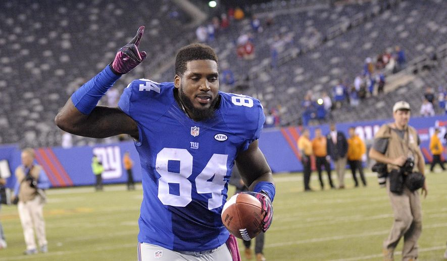 New York Giants tight end Larry Donnell (84) motions to fans as he runs off the field after the Giants beat the San Francisco 49ers 30-27 in an NFL football game, Sunday, Oct. 11, 2015, in East Rutherford, N.J. Donnell caught a pass in the fourth quarter for the winning touchdown. (AP Photo/Bill Kostroun)