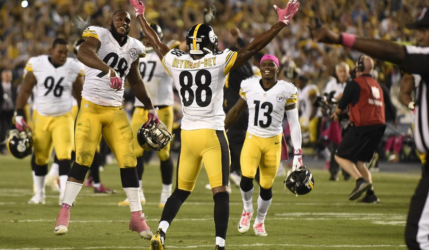 The Pittsburgh Steelers celebrate defeating the San Diego Chargers in an NFL football game Monday, Oct. 12, 2015, in San Diego. The Steelers won, 24-20. (AP Photo/Denis Poroy)