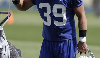 FILE - In this Saturday, July 27, 2013, file photo, New York Giants safety Tyler Sash cools off at a water fountain during NFL football training camp in East Rutherford, N.J. Former NFL and Iowa safety Sash died from an accidental overdose after mixing two powerful pain medications, and a history of painful injuries was a contributing factor, a medical examiner said Tuesday, Oct. 13, 2015. (AP Photo/Julio Cortez, File)