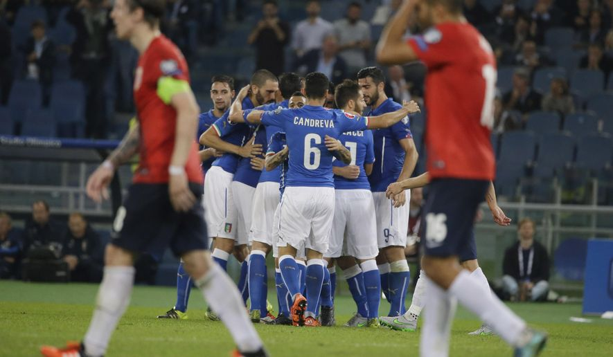 Italy's players celebrate after their teammate Alessandro Florenzi scored during a Euro 2016 qualifying group H soccer match  at Rome's Olympic Stadium, Tuesday, Oct. 13, 2015.  (AP Photo/Andrew Medichini)