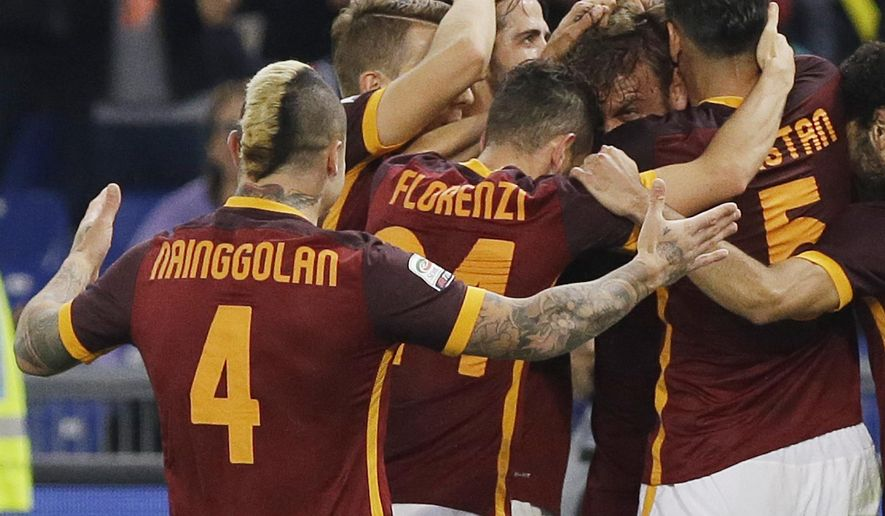 Roma's Daniele De Rossi, third from right, celebrates with teammates after scoring during a Serie A soccer match between Roma and Empoli in Rome's Olympic stadium, Italy, Saturday, Oct. 17, 2015. (AP Photo/Gregorio Borgia)