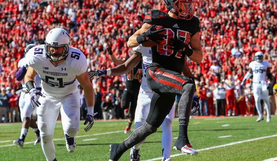 Nebraska wide receiver Brandon Reilly (87) runs for a touchdown past Northwestern linebacker Jaylen Prater (51) during the first half of an NCAA college football game in Lincoln, Neb., Saturday, Oct. 24, 2015. (AP Photo/Nati Harnik)