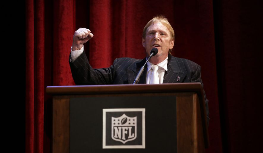 Oakland Raiders owner Mark Davis speaks to fans during a hearing hosted by the NFL to gather comments from football fans on the possible relocation of the team Thursday, Oct. 29, 2015, in Oakland , Calif. (AP Photo/Marcio Jose Sanchez)