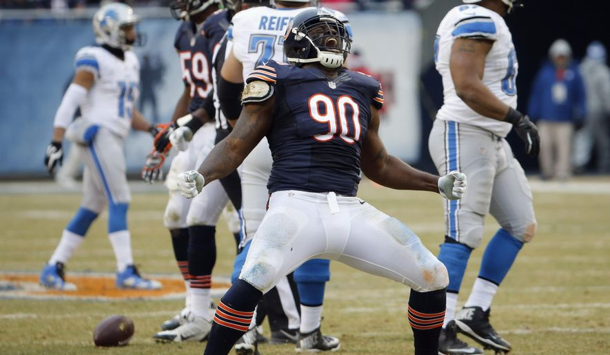 """FILE - In this Dec. 21, 2014 file photo, former Chicago Bears defensive tackle Jeremiah Ratliff (90) celebrates a sack in an NFL football game against the Detroit Lions. A Lake Forest, Ill. police report released Friday, Oct. 30, 2015, says that the former player threatened team staff, saying he """"felt like killing everybody in the building."""" An officer responded when someone at Halas Hall called police on Oct. 21 to report that Ratliff was """"very angry and irrational."""" The Bears cut Ratliff on Oct. 22, the day after he was seen having an animated discussion with general manager Ryan Pace in the parking lot outside of Halas Hall.(AP Photo/Charles Rex Arbogast, File)"""