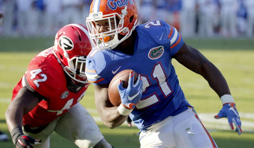 Florida running back Kelvin Taylor runs past Georgia linebacker Tim Kimbrough to the end zone for a touch down during the first half of an NCAA college football game, Saturday, Oct. 31, 2015, in Jacksonville, Fla. (AP Photo/Stephen B. Morton)