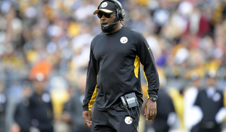 Pittsburgh Steelers head coach Mike Tomlin works the sideline in the fourth quarter of an NFL football game against the Cincinnati Bengals, Sunday, Nov. 1, 2015, in Pittsburgh. (AP Photo/Don Wright)