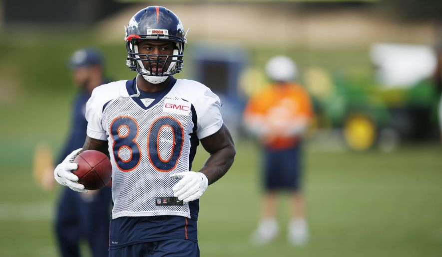 Denver Broncos tight end Vernon Davis warms up during an NFL football practice session at the team's headquarters Wednesday, Nov. 4, 2015, in Englewood, Colo. (AP Photo/David Zalubowski)