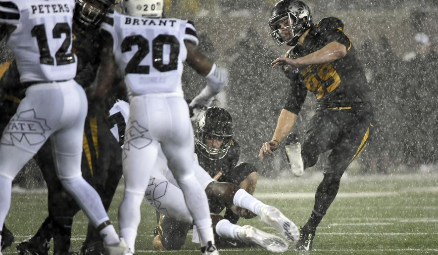 Missouri's Andrew Baggett kicks a 35-yard field goal during the first half of an NCAA college football game against Mississippi State on Thursday, Nov. 5, 2015, in Columbia, Mo. (AP Photo/L.G Patterson)