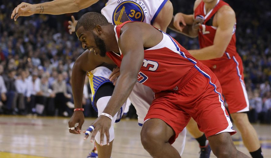 Los Angeles Clippers' Chris Paul (3) drives the ball past Golden State Warriors' Stephen Curry (30) during the first half of an NBA basketball game Wednesday, Nov. 4, 2015, in Oakland, Calif. (AP Photo/Ben Margot)