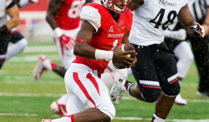 Houston quarterback Greg Ward Jr. (1) runs the ball for yardage during the first half of an NCAA college football game against Cincinnati at TDECU Stadium, Saturday, Nov. 7, 2015, in Houston. (AP Photo/Juan DeLeon)