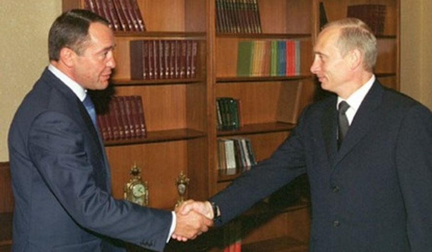 Russian President Vladimir Putin (right) with Mikhail Lesin in 2002. (Image: ITAR-TASS)