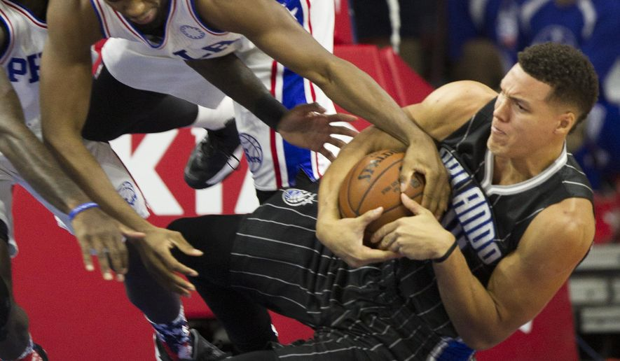 Orlando Magic's Aaron Gordon, right, and Philadelphia 76ers' Hollis Thompson fight for the ball in the first half of an NBA basketball game, Saturday, Nov. 7, 2015, in Philadelphia. (AP Photo/Laurence Kesterson)