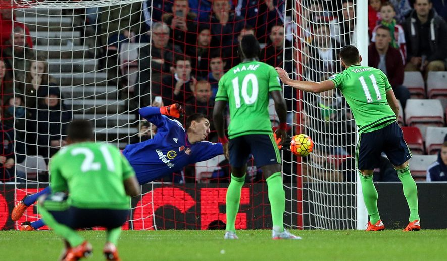 Southampton's Dusan Tadic right, scores his goal from a penalty kick during the English Premier League soccer match between Sunderland and Southampton at the Stadium of Light, Sunderland, England, Saturday, Nov. 7, 2015. (AP Photo/Scott Heppell)