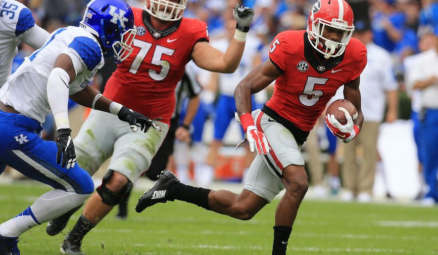 Georgia's Terry Godwin runs away from Kentucky defenders during the first quarter of an NCAA college football game Saturday, Nov. 7, 2015 in Athens, Ga. (Curtis Compton/Atlanta Journal-Constitution via AP)  MARIETTA DAILY OUT; GWINNETT DAILY POST OUT; LOCAL TELEVISION OUT; WXIA-TV OUT; WGCL-TV OUT; MANDATORY CREDIT