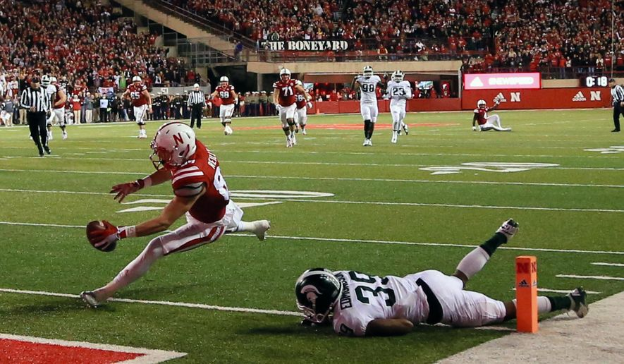 Nebraska wide receiver Brandon Reilly (87) scores a touchdown against Michigan State cornerback Jermaine Edmondson (39) during the second half of an NCAA college football game in Lincoln, Neb., Saturday, Nov. 7, 2015. Nebraska won 39-38. (AP Photo/Nati Harnik)