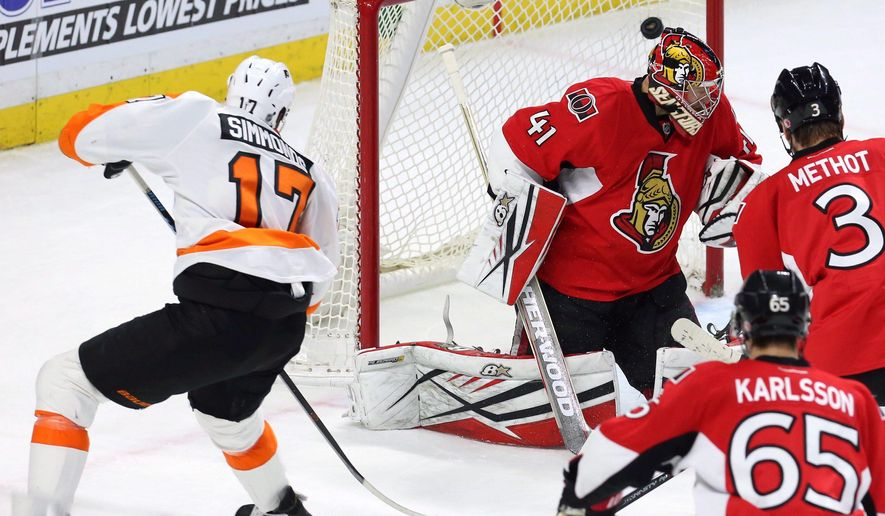 Philadelphia Flyers' Wayne Simmonds (17) scores over the head of Ottawa Senators' goalie Craig Anderson (41) during the second period of an NHL hockey game in Ottawa, Ontario, Tuesday, Dec. 1, 2015. (Fred Chartrand/The Canadian Press via AP) MANDATORY CREDIT