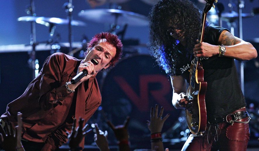 """FILE - In this Dec. 1, 2004, file photo, Velvet Revolver lead singer Scott Weiland, left, and Slash perform """"Fall to Pieces"""" perform at the VH1 Big in '04 awards, in Los Angeles. Weiland, the former frontman for the Stone Temple Pilots and Velvet Revolver, has died. He was 48. The singer's manager confirmed the death to The Associated Press early Friday, Dec. 4, 2015. (AP Photo/Mark J. Terrill, File)"""