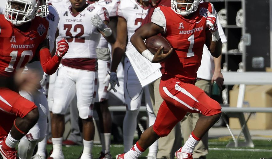 Houston quarterback Greg Ward Jr. (1) runs for a 47-yard touchdown against Temple during the second quarter of the American Athletic Conference championship football game, Saturday, Dec. 5, 2015, in Houston. (AP Photo/David J. Phillip)