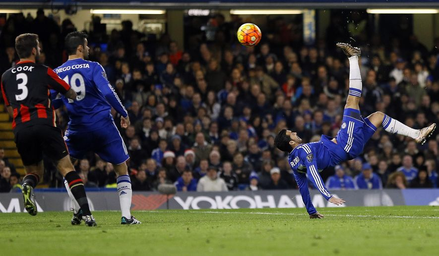 Chelsea's Pedro, right, fails to score during the English Premier League soccer match between Chelsea and AFC Bournemouth at Stamford Bridge stadium in London, Saturday, Dec. 5, 2015. (AP Photo/Kirsty Wigglesworth)
