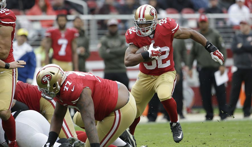 San Francisco 49ers running back Pierre Thomas (32) runs against the Atlanta Falcons during the first half of an NFL football game in Santa Clara, Calif., Sunday, Nov. 8, 2015. (AP Photo/Marcio Jose Sanchez)