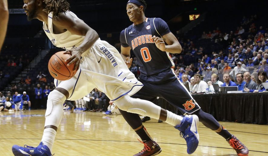 Middle Tennessee forward Darnell Harris, left, drive past Auburn forward Horace Spencer, right, in the first half of an NCAA college basketball game Saturday, Dec. 12, 2015, in Nashville, Tenn. (AP Photo/Mark Humphrey)