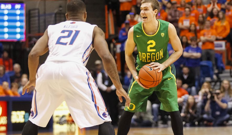 Oregon's Casey Benson (2) looks for a pass around Boise State's Montigo Alford (21) during the first half of an NCAA college basketball game in Boise, Idaho, on Saturday, Dec. 12, 2015. (AP Photo/Otto Kitsinger)