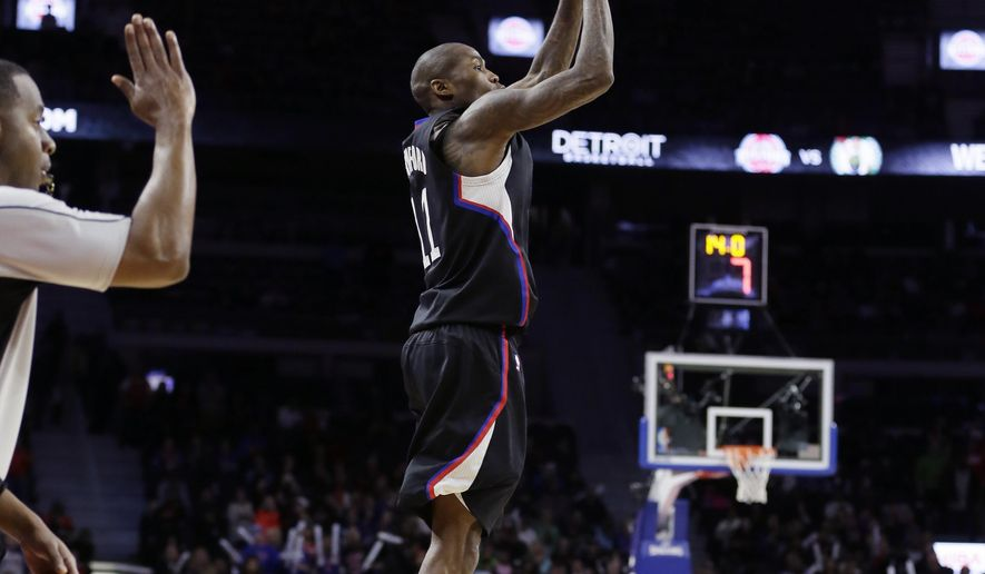 Los Angeles Clippers guard Jamal Crawford shoots the go-ahead three-point basket during overtime of an NBA basketball game against the Detroit Pistons, Monday, Dec. 14, 2015, in Auburn Hills, Mich. The Clippers defeated the Pistons, 105-103. (AP Photo/Carlos Osorio)